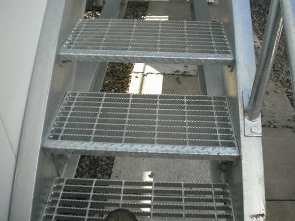 how to clean aluminium checker plate