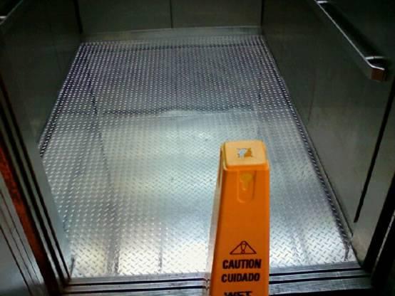 Elevator Floor Using Diamond Plate Prohibit Excessive Wear